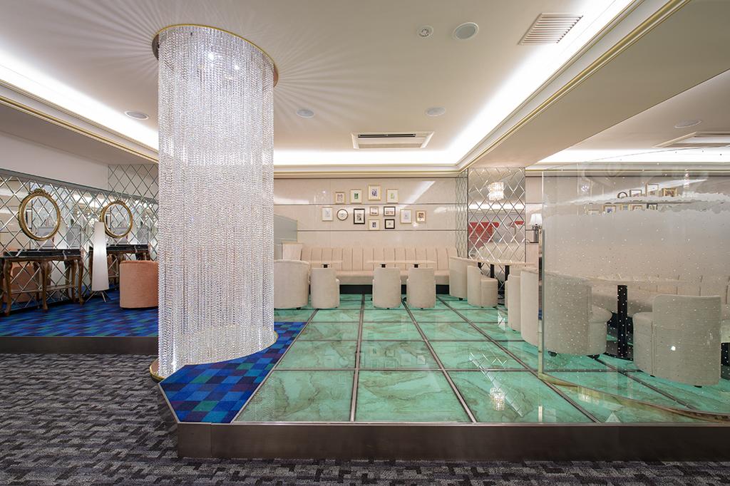 ビジネス利用の多い新横浜レッドシューズ